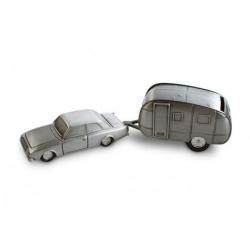 Bil med campingvogn sparebøsse
